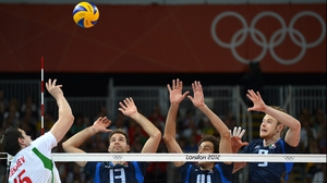 Bulgaria's Todor Aleksiev (l) spikes towards Dragan Travica, Alessandro Fei and Ivan Zaytsev (r) of Italy