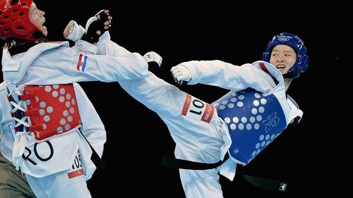 Wu Jingyu (R) took the women's -49kg gold