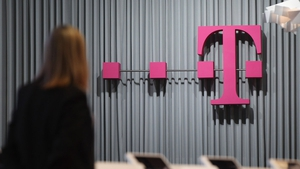 Deutsche Telekom saw a net loss of €2.12 billion in the fourth quarter by a €2.2 billion writedown of its 12% stake in BT