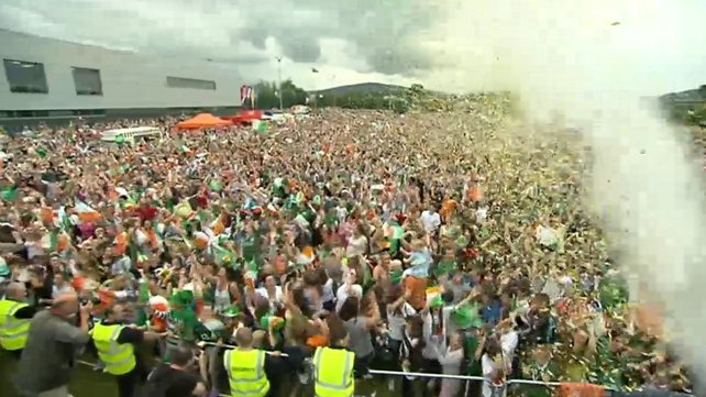 Crowds gathered in Bray to watch Katie Taylor's fight