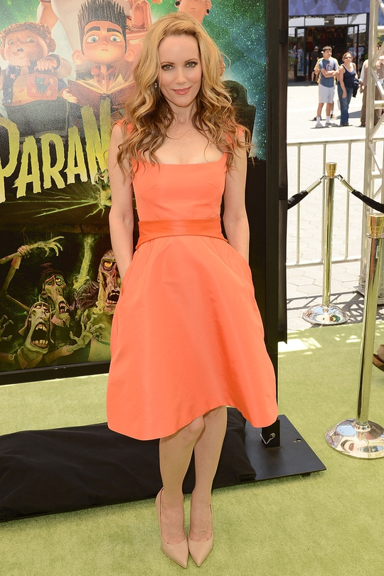 Leslie Mann's tangerine frock fit her like a dream, not so sure about the ...