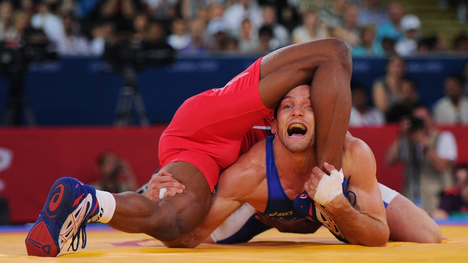 Matthew Judah Gentry in a difficult position in the 74kg freestyle wrestling