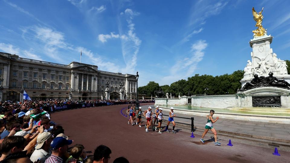 Walking past Buckingham Palace