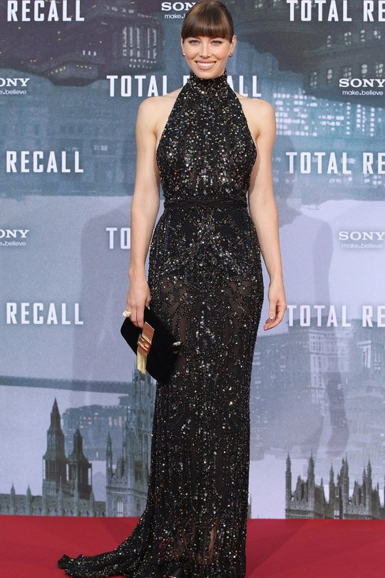 Jessica Biel rocked this dark and severe Elie Saab gown at the Berlin Total Recall premiere. She sure knows how to dress for her figure and is showing off those amazing arms!