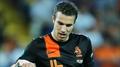 Van Persie completes Man United move