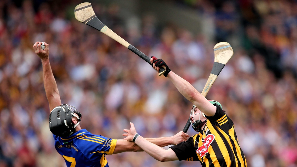 Paul Curran beats Kilkenny captain Eoin Larkin to a high ball