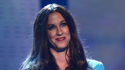Alanis Morissette has accused  former staff of dognapping
