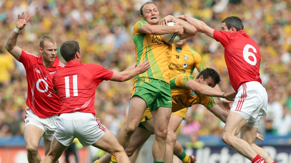 Colm McFadden of Donegal wrestles Graham Canty for the ball