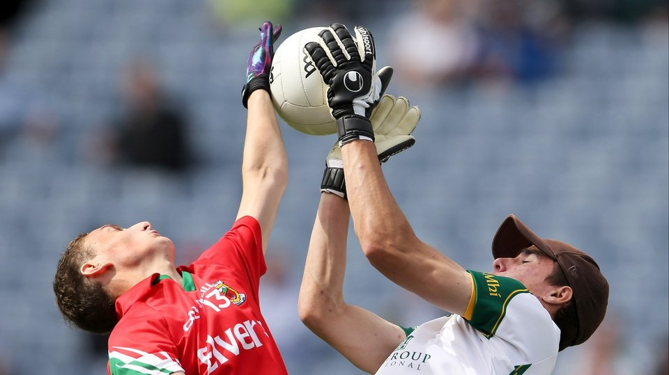 Meath goalkeeper Robert Burlingham (r) and Jason Quinn of Mayo compete for a high ball during the minor game