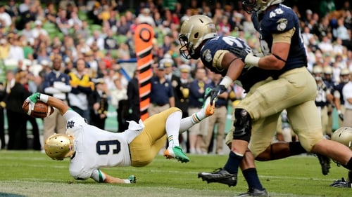 Robby Toma scoring a touchdown for Notre Dame