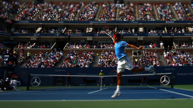 Roger Federer returns a shot against Fernando Verdasco