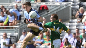 Dublin's David Byrne gets out in front of Niall Sheehy of Kerry