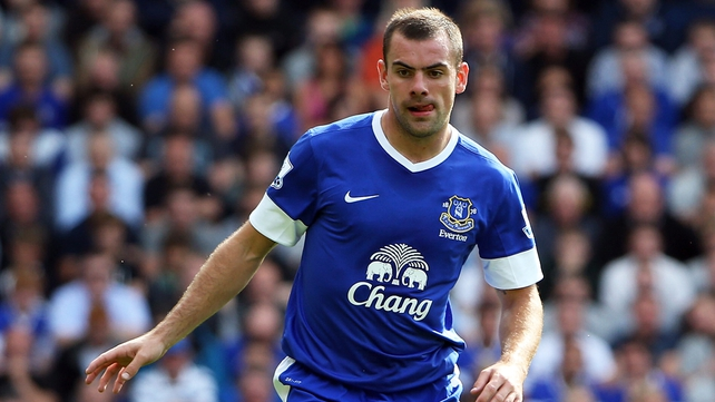Ireland international Darron Gibson starts for Everton