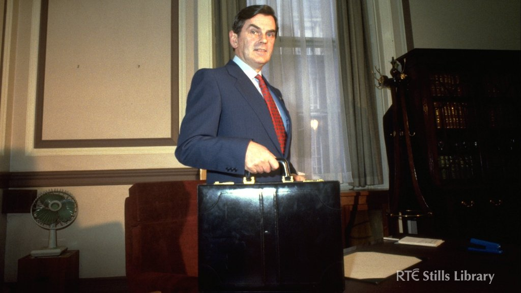 Ray McSharry with budget briefcase (1987)   © RTÉ Stills Library 0713/056
