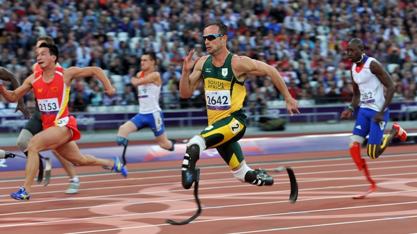 Pistorius storms to victory in his heat