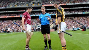 Galway's Fergal Moore (l) and Eoin Larkin of Kilkenny with referee Barry Kelly at the coin toss