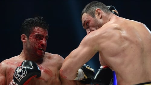 The fight was stopped due to a deep cut above the right eye of Manuel Charr (l)