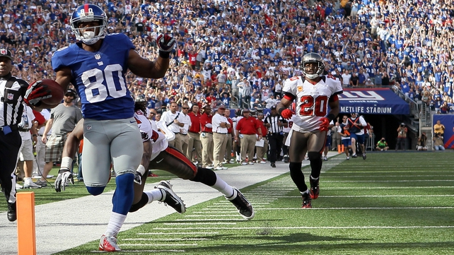 Victor Cruz of the New York Giants scores a touchdown in the fourth quarter against Tampa Bay