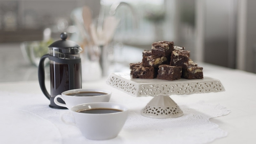 Combining two dessert pleasures in one simple snack, from Rachel's newest series, Cake Diaries.