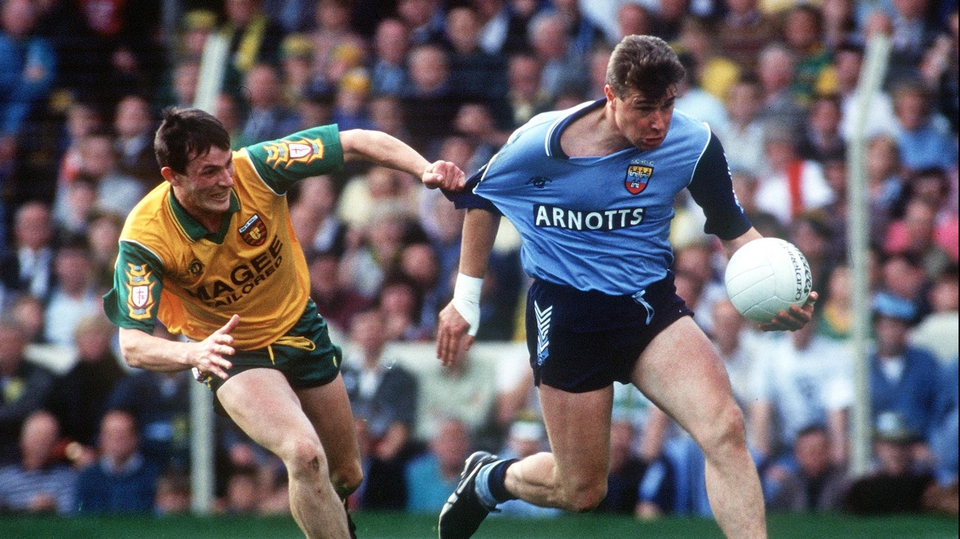 The quality of Charlie Redmond's jersey  is tested by JJ Doherty of Donegal