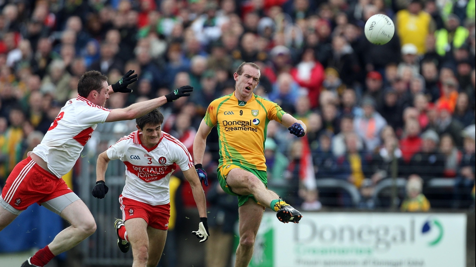Donegal's Neil Gallagher gets his shot away despite the attentions of Joe Diver and Chrissy McKaigue of Derry