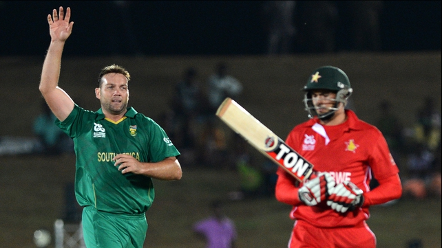 South Africa's Jacques Kallis (l) celebrates after he dismissed Zimbabwe cricketer Graeme Cremer