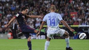 Barcelona's Xavi Hernandez opens the scoring against Granada