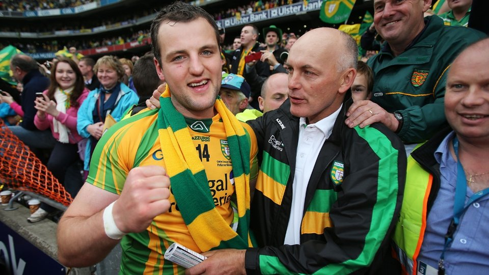 1992 Donegal captain Anthony Molloy (r) congratulates Michael Murphy