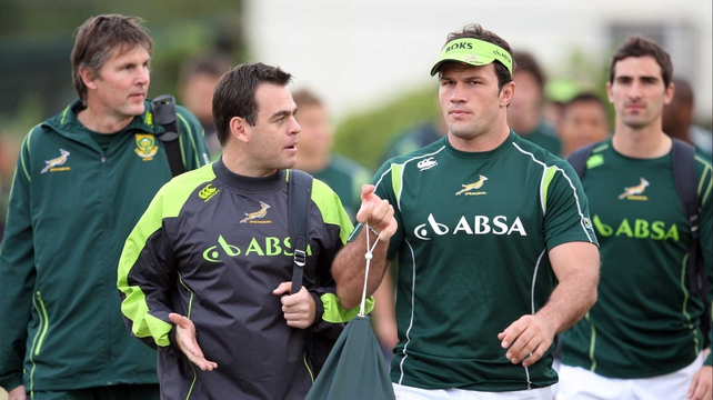 Johan van Graan chats with Bismarck du Plessis during the South African national rugby team training session