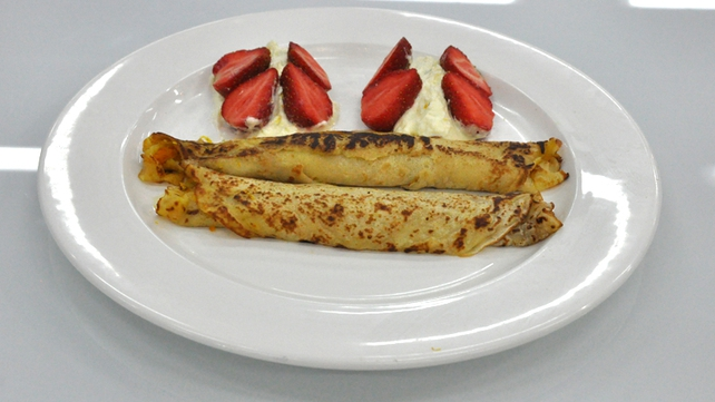 Crepé suzette with strawberries and citrus cream