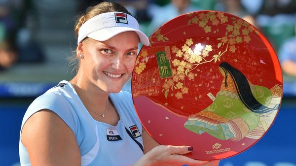 Nadia Petrova with the Pan Pacific Open trophy
