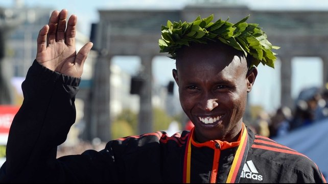 Geoffrey Mutai held off the challenge of Dennis Kimetto