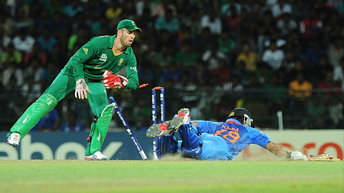 South African wicketkeeper AB de Villiers (l) runs out India's Suresh Raina