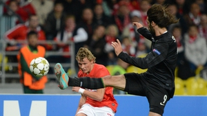 Celtic's Giorgos Samaras and Evgeni Makeev of Spartak Moscow vie for possession