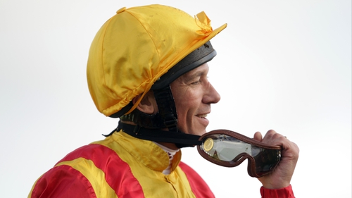 Frankie Dettori will be on board of Camelot at Longchamp
