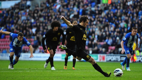 Leighton Baines found the top-right corner with his spot-kick as Everton grabbed a late equaliser at Wigan