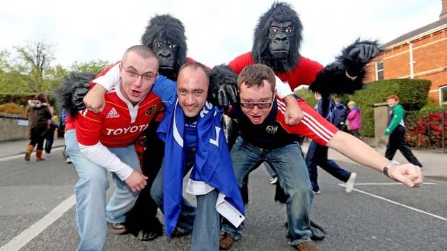 Leinster and Munster fans enroute to the Aviva