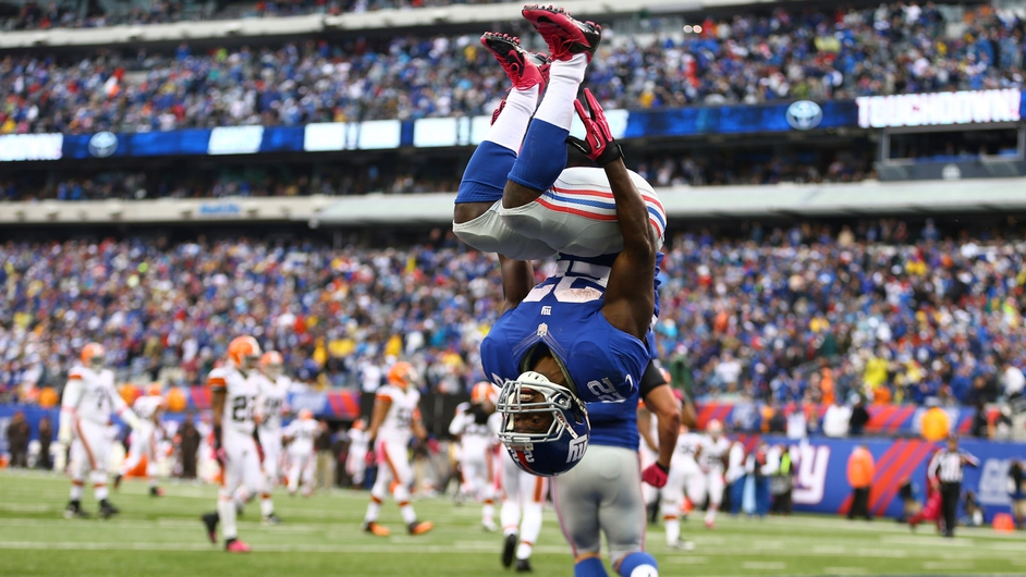 David Wilson of the New York Giants celebrates his touchdown against the Cleveland Browns by doing a backflip