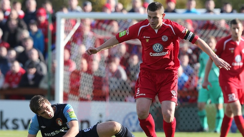 Sligo's Danny Ventre (r) is challenged Greg Bolger of St Patrick's Athletic