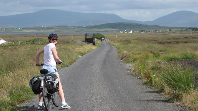 Deirdre's friend Michelle leaves Achill