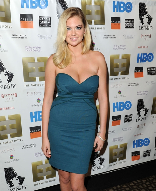 Kate Upton vows to keep curves