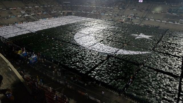 24,200 volunteers stood still in position for ten minutes