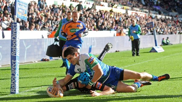 Justin Tipuric touches down for one of Ospreys' four tries