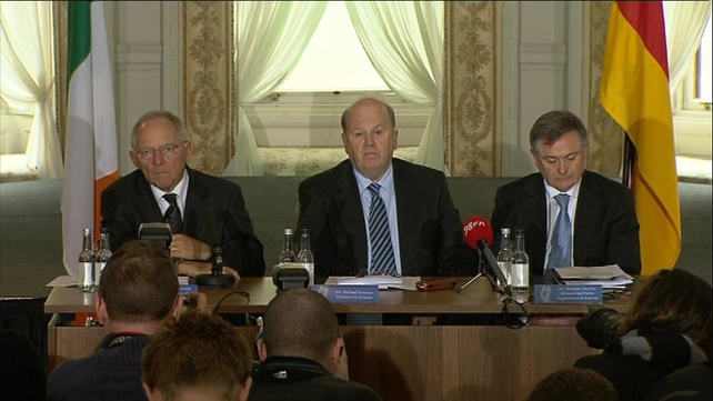 Wolfgang Schaeuble (l) met with Michael Noonan (centre) and Brendan Howlin (r)