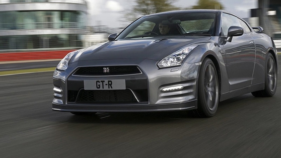 Michael Sheridan drives the Nissan GT-R at Mondello