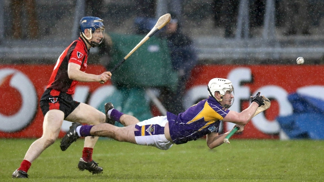 Robert O'Loughlin of Kilmacud Crokes gets out in front of Rory Jacob of Oulart-the-Ballagh