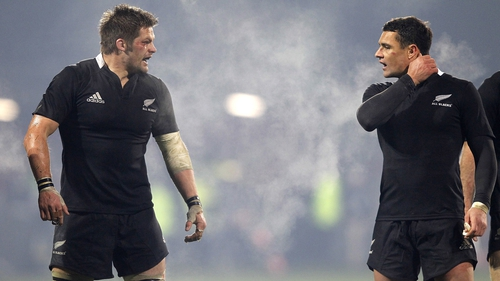 Richie McCaw and Dan Carter will both start for New Zealand against Scotland