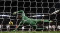 Arsenal miss last-gasp penalty in Fulham draw