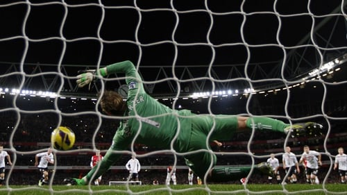 Fulham's Mark Schwarzer saves Mikel Arteta's penalty