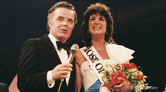 The mystery singer, pictured with Helena Rafferty 1985 Rose of Tralee, is Liam Heaslip.
